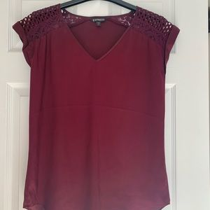 Burgundy v-neck blouse with lace details